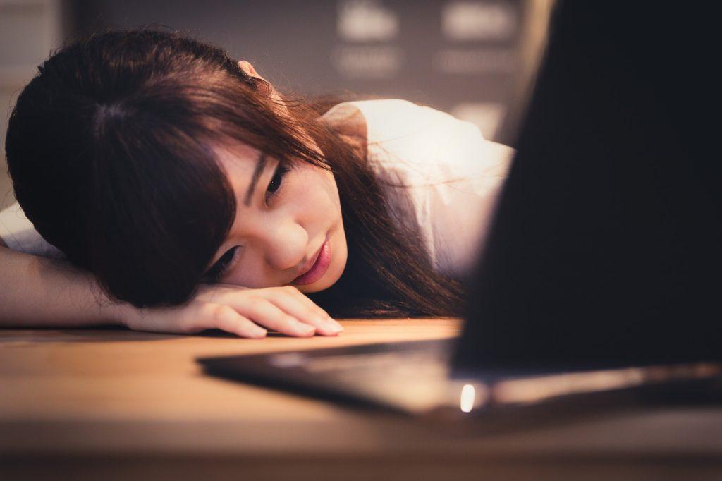 情緒不安定になる原因は睡眠不足|ストレスと睡眠を見直す理由とは?